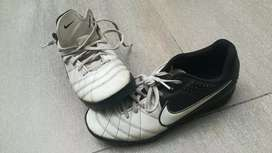 Botines de niño Nike. Talle 37