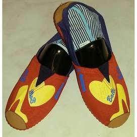 zapatillas suela roja con tacon amarillo talla 36,37,39,40 y 41 con envio gratuito