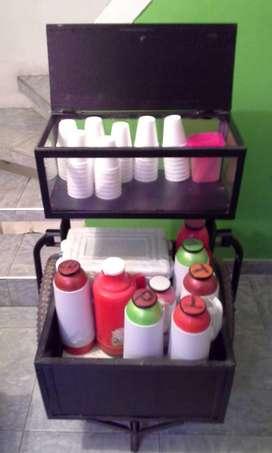 Se vende carro para tintos con 7 termos, nevera de icopor, mezcladores