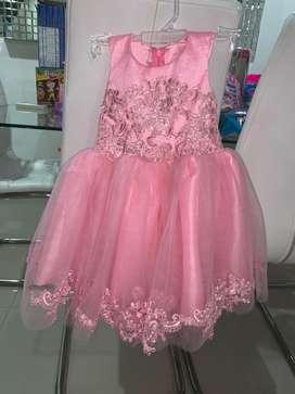Se vende hermoso vestido de niña