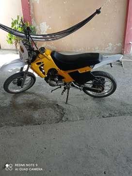 Vendo moto en buenas condiciones