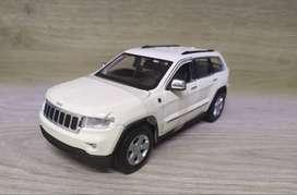 Carro de colección a escala Jeep Grand cherokee Laredo - maisto