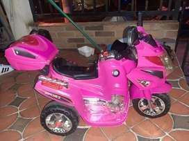Se vende moto recargable electrica niña