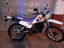 Vendo moto dt125 modelo 96