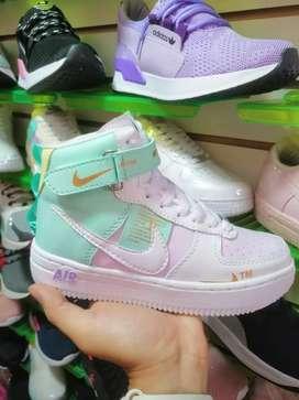 Gran oferta en zapatos deportivos