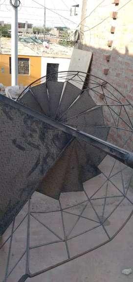 Vend escalera de caracol usada