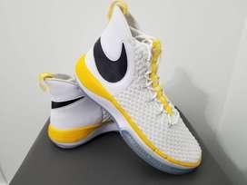Tennis Nike talla 14 us