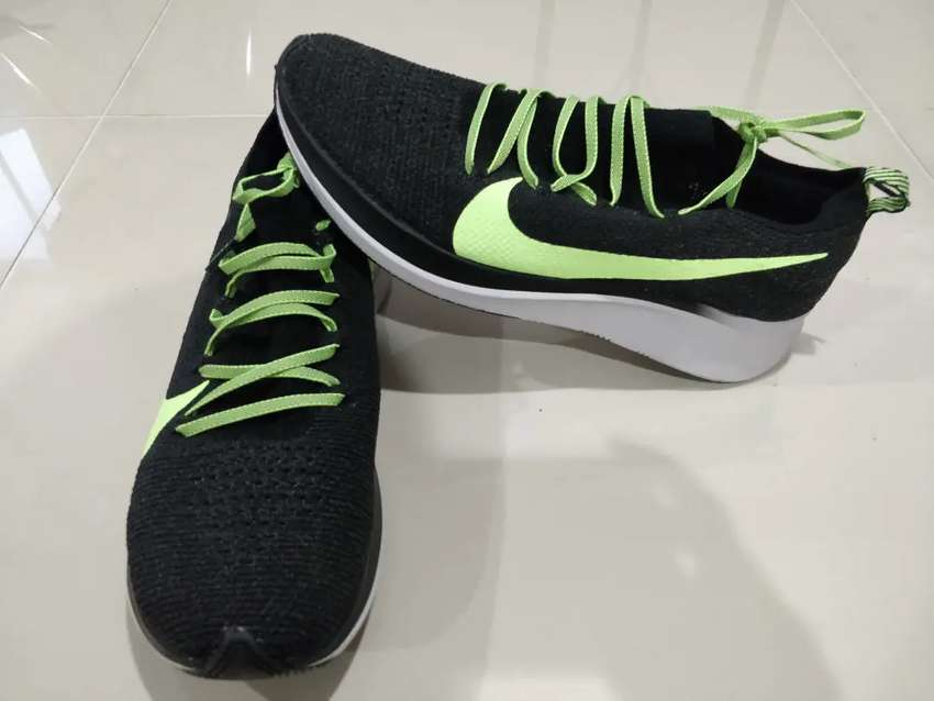 Tenis running Nike Zoom Fly 2 Flyknit Negros. Talla US 10.5