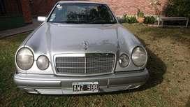 Mercedes Benz 320e, impecable.