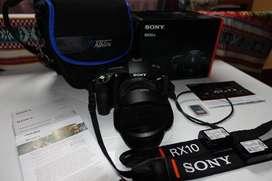 Sony RX10 Mark IV Profesional + Lente integrada de 24mm-600mm + Lente de protección UV + 2 x Baterías + Estuche