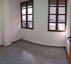 Oficina a mts Muni c/tres priv y recepción