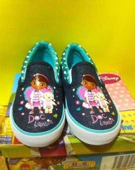 Vendo zapatos de niña doctora juguete