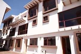 En Venta Casa a Estrenar de 3 Dormitorios Sector Camino Viejo a Baños . Cuenca - Azuay