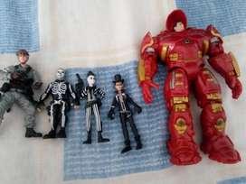 muñecos variados