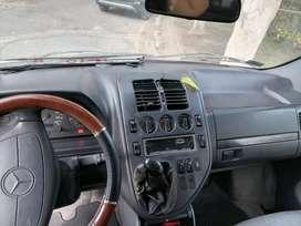 Can'mioneta minivan con asientos y mesa par compartir