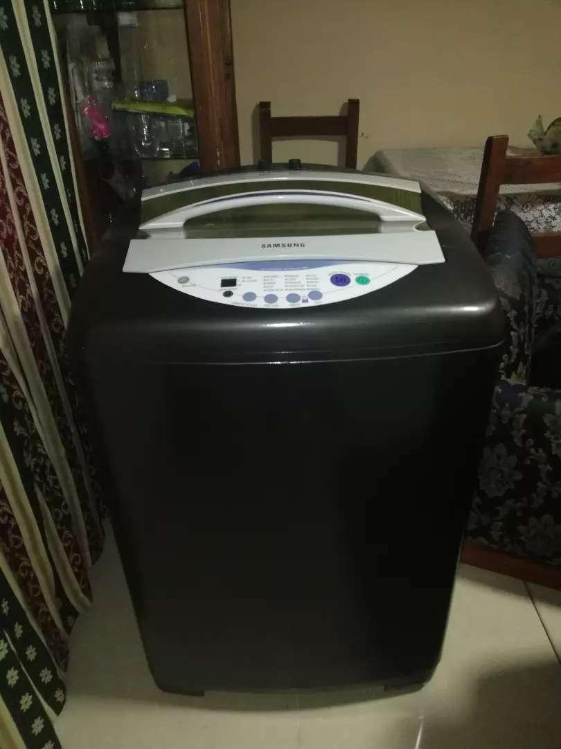 Se vende lavadora SAMSUNG de 34 libras 0
