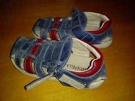 Vendo batistella sandalia talle 30