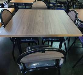 Juego de mesas y sillas comedor