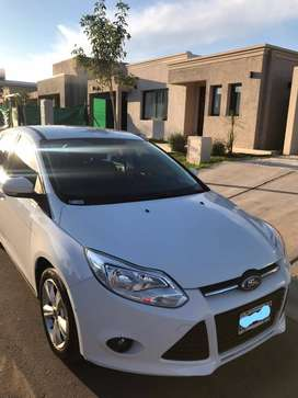 Ford Focus 2015. 1.6 S.
