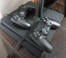 Consola PS4 en buen estado con 2 mandos
