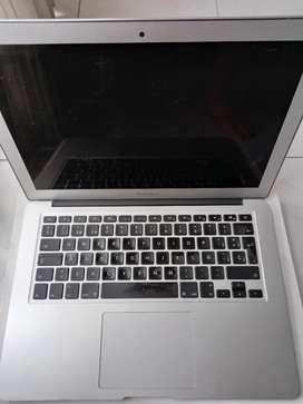 Macbook Air 13 core i5 4gb ram SSD 128gb