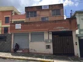 Casa grande dos departamentos mas local comercial. Sector la rumiñahui. Departamentos grandes cinco terrazas y parking.