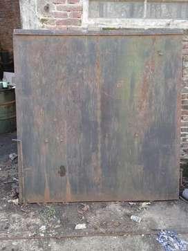 Portón de hierro.