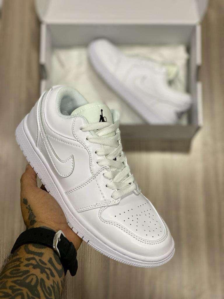 Tenis Nike Jordan 1 Corte Bajo Todo Blanco Cuero Envio Gratis 0