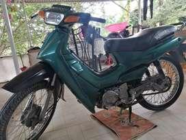 Vendo moto cripton modelo 2000, bien de motor y pintura. Con tarjeta y traspaso.