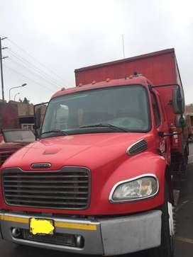 Vendo camión Freightliner M2 106 4X2