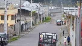 Vendo 5600 m2 de terreno con 1 galpón de 1800 m2 de construcción en el sur de Quito.