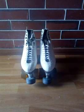 Se venden patines clásicos