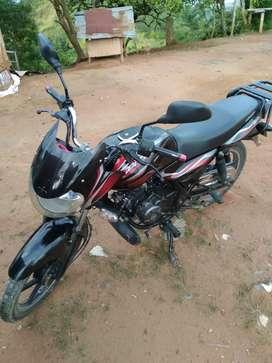 Se vende moto discover 100 muy en cuidada