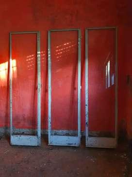 Puerta ventana balcon de hierro.