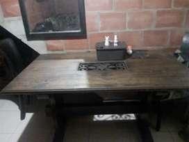 Se vende mesa de comedor madera maciza