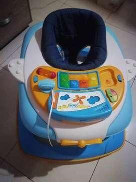 Se vende coche y caminador Marcha Chicco excelente estado solo 3 meses de uso