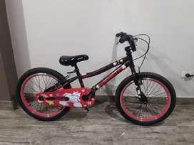 Vendo bicicleta Monark Monarette para niña casi nueva poco uso Aro 20 p