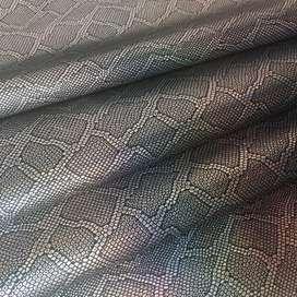 Cuerina texturizada negro rollo 25x100 cms