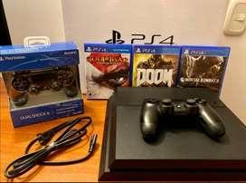 Playstation 4 + Cable de Poder + 2 Controles + 3 Juegos