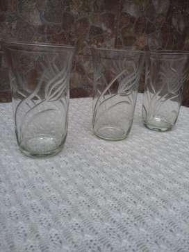 set de 3 vasos de vidrio dibujados