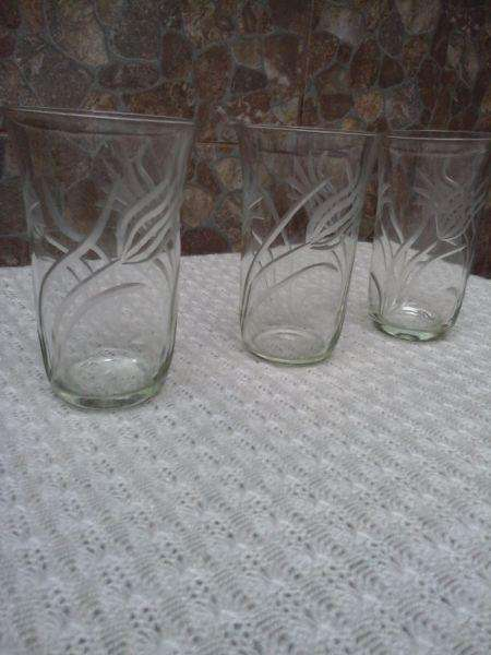 set de 3 vasos de vidrio dibujados 0