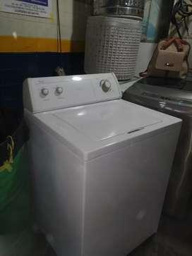 Se vende hermosa lavadora Whirlpool con tres meses de garantía entregas en Bogotá