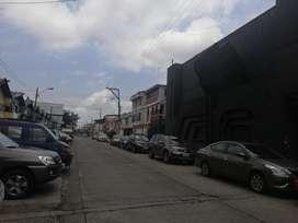 Venta local comercial 1800m2 en Garzota Guayaquil