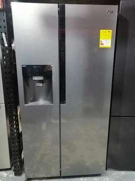 Remate nevecom dos puertas marca LG de exhibición de almacenes.