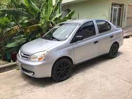 Se vende Toyota yaris 1.5