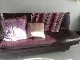 Sofá cama  color vino tinto
