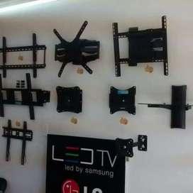 Se instalan soportes giratorios para su televisor