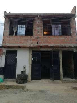 Casa de dos pisos 7 habitaciones 2 baños terrasa parkeadero