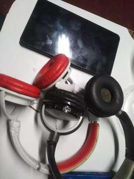 Tablet y auriculares dañados