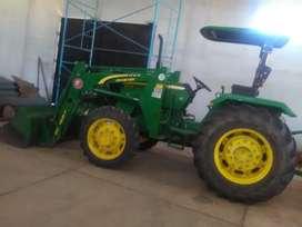 Tractor John Deere 5075 E - Año 2016